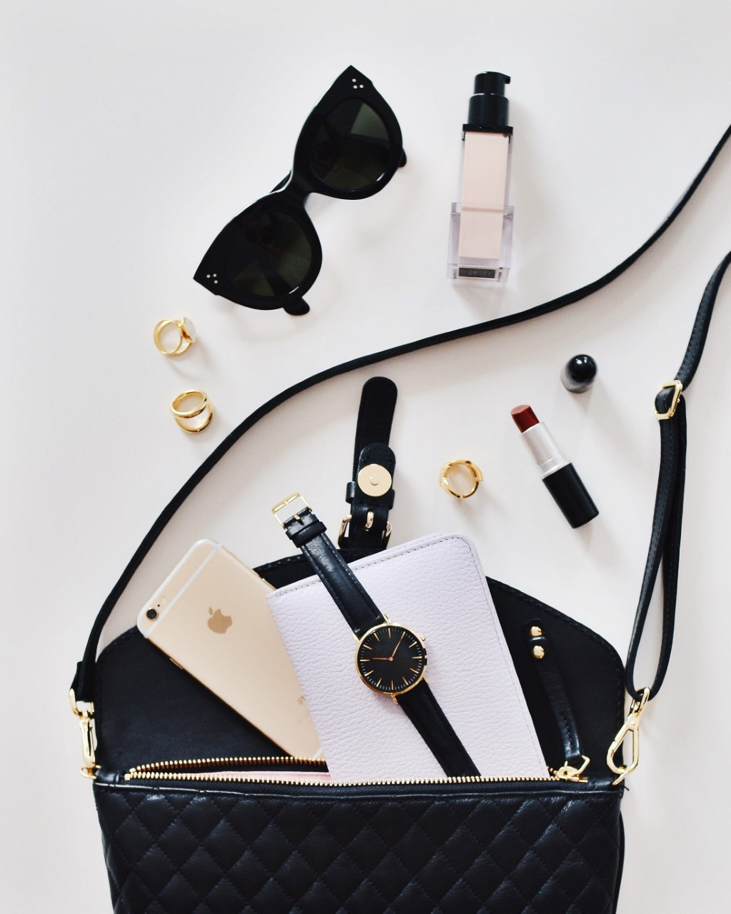 Handbag essentials for the Solo female entrepreneur